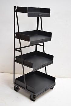 Ocelový stojan na kolečkách industrial design