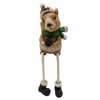 Sedící veverka ve vánoční čepici