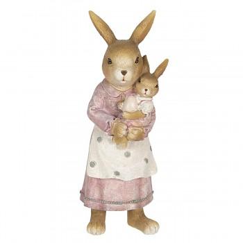 Zaječí mamka se zaječkou v náručí