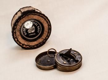 Mosazný kompas Royal Navy s pouzdrem z pravé kůže