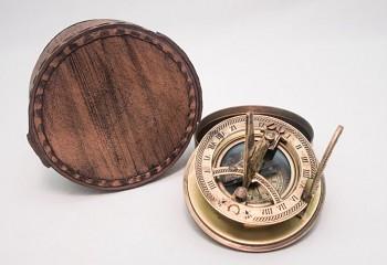 Mosazný kompas Sundial white