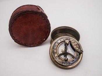 Mosazný kompas Sundial red