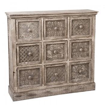 Dřevěná komoda se zásuvkami