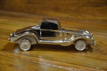 Kovový model starého auta