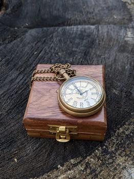 Kapesní hodinky v dřevěném boxu