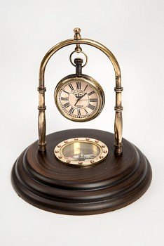 Luxusní kompas se zavěšenými hodinami
