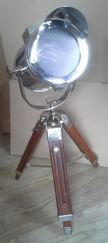 Reflektorová stolní lampa na stativu